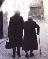 Ancianas caminando